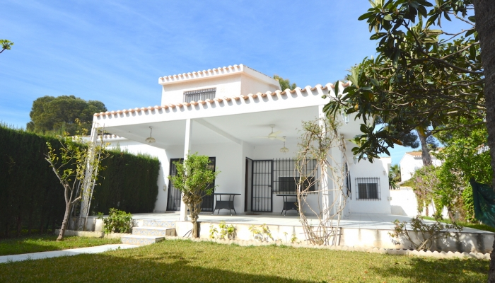 TOWNHOUSE WITH LARGE PLOT FOR SALE IN CAMPOAMOR