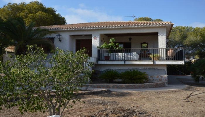 VILLA IN LOVELY LOCATION AND HUGE PLOT IN CAMPOAMOR