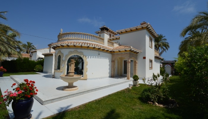 LOVELY VILLA WITH SEA VIEWS FOR SALE IN CABO ROIG