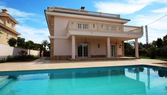 LUXURY VILLA WITH ELEVATOR NEXT TO THE BEACH IN CABO ROIG