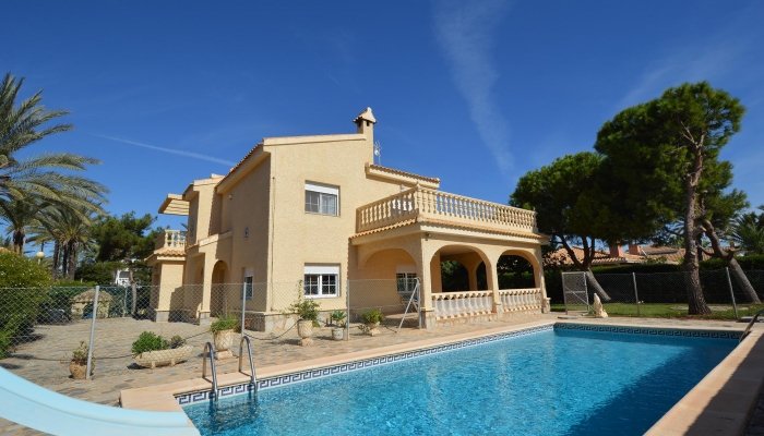 LUXURY VILLA IN CABO ROIG FOR SALE