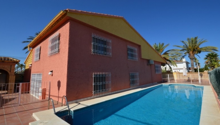 Interesting villa about 200 meters to the beach