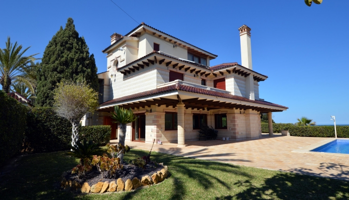 BIG 7 BEDROOM VILLA SECOND LINE TO THE SEA IN CABO ROIG FOR SALE