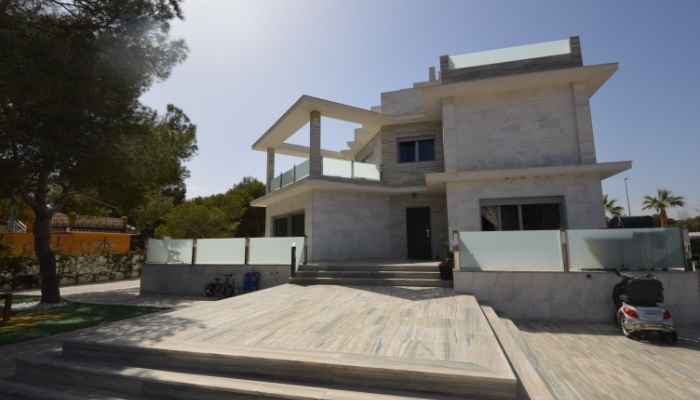 IMPRESIVE VILLA FOR SALE IN THE HEART OF CAMPOAMOR, ORIHUELA COSTA