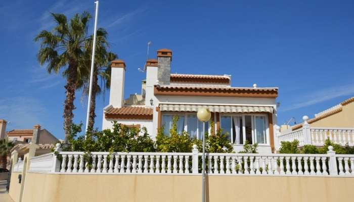 VILLA FOR SALE  JUST 300 M FROM THE BEACH