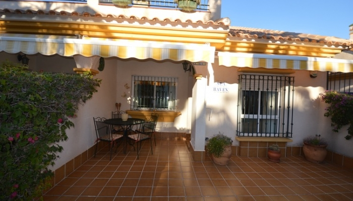 Townhouse in perfect and quiet location, 100 m from the sea and 100 m from bars, restaurants and all other amenities in Cabo Roig / Campoamor for sale