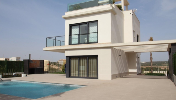 Modern villa close by the beach and with seaviews in Campoamor